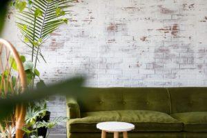 Ściana z wzorem cegły