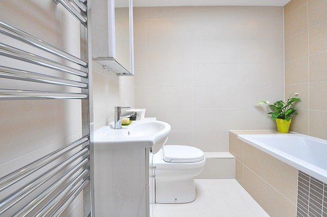 Wystrój łazienki z kafelkami